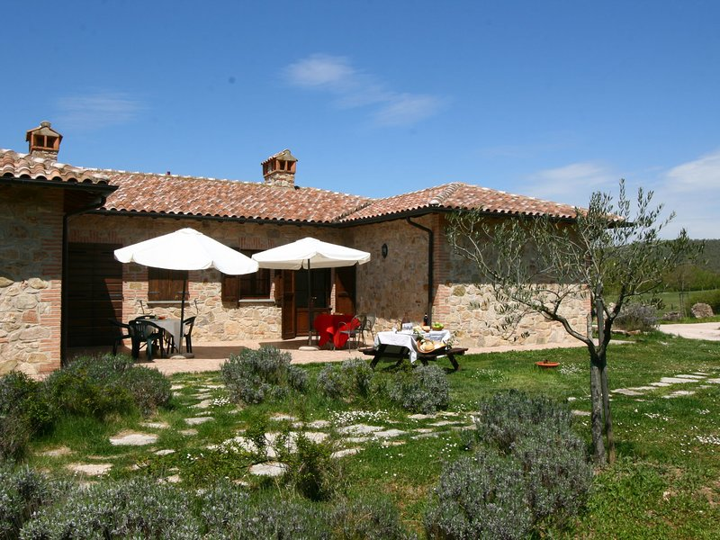 Lovely Farmhouse in Umbria with Swimming Pool, Ferienwohnung in Castel Rigone