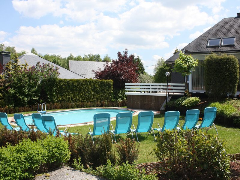 All-In price for this great house with swimming pool, sauna,playroom, 6 bedrooms, holiday rental in Weywertz