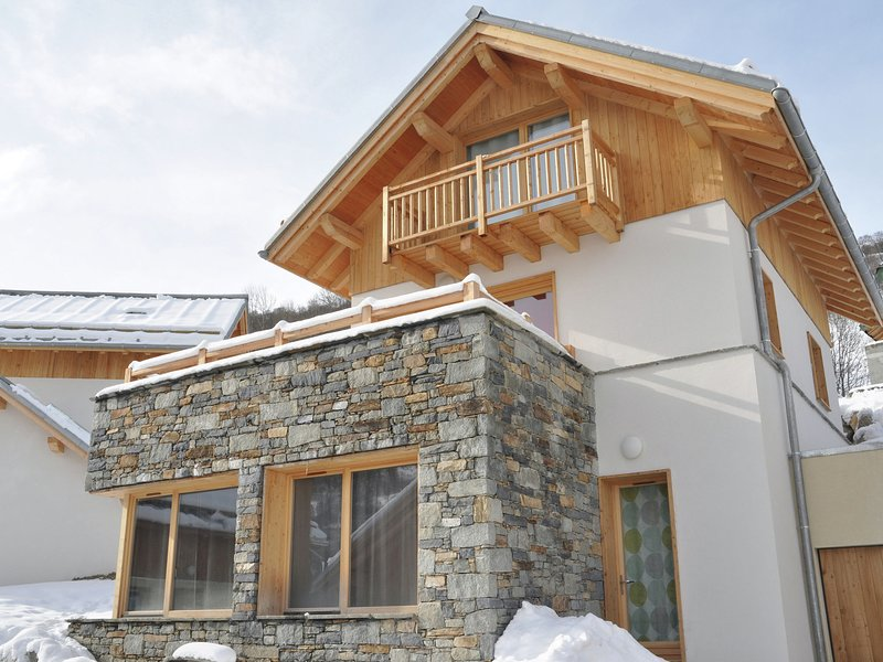 Luxury chalet in Valloire with wood burning stove and spa, holiday rental in Valloire