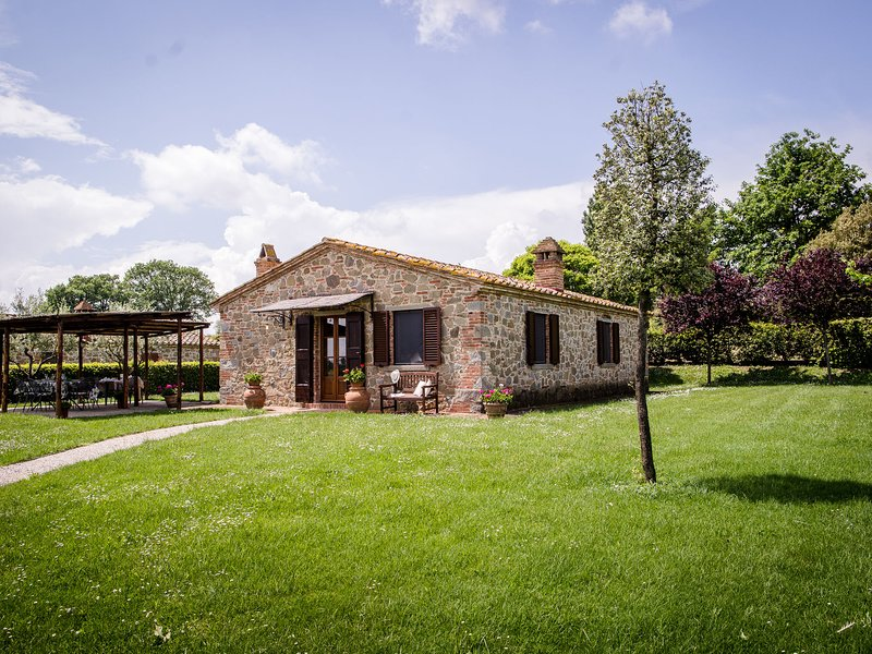 Spacious Villa at Lombriciano Tuscany with Pool, vacation rental in Montecchio
