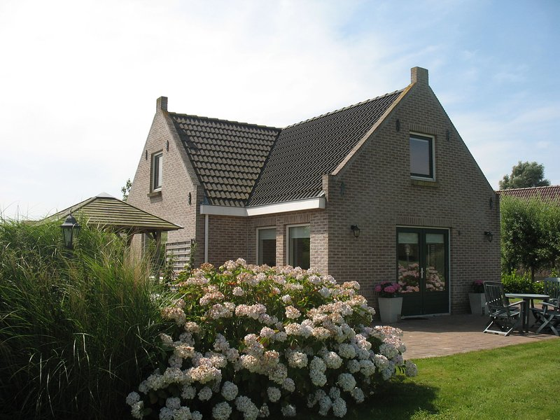 Spacious holiday home with a dishwasher, near the Wadden Sea, casa vacanza a Sint Annaparochie