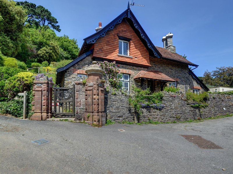 Cosy cottage in quiet setting nearby magnificent beaches of Lynton, holiday rental in Barbrook