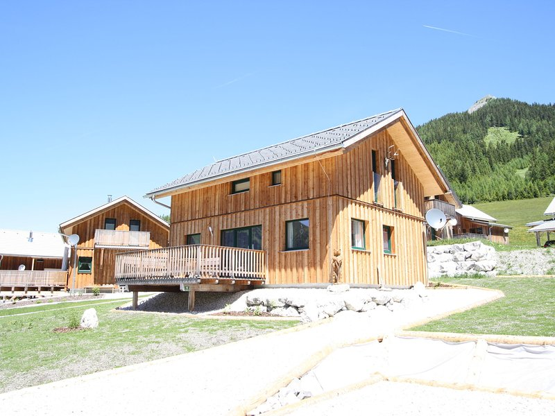 Lovely Chalet in Hohentauern with Forest Nearby, casa vacanza a Hohentauern