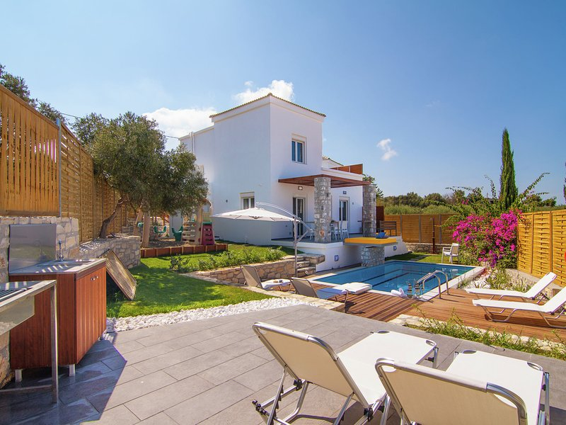 Newly built, 2014, luxurious villa, 7 persons, Loutra, NW coast, private pool, holiday rental in Loutra