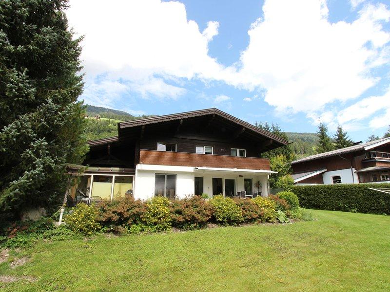 Cozy Apartment near Forest in Neukirchen am Grobvenediger, vacation rental in Neukirchen am Grossvenediger