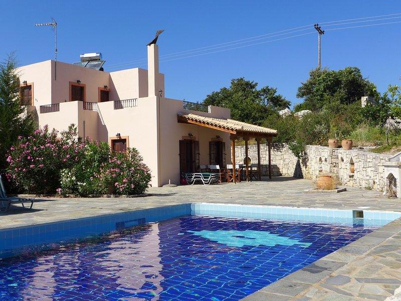 Villa Olga, in beautiful countryside, large piece of land, pool, Axos, NW coast, holiday rental in Zoniana