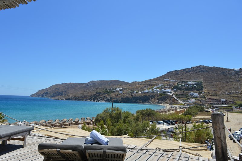 STUDIO FOR 4 GUESTS WITH SEA VIEW BY THE BEACH, holiday rental in Kalo Livadi