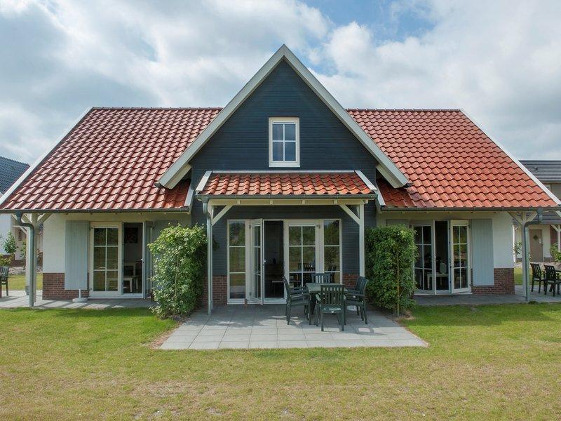 Luxurious detached villa with washer, in De Maasduinen area, alquiler vacacional en Swolgen
