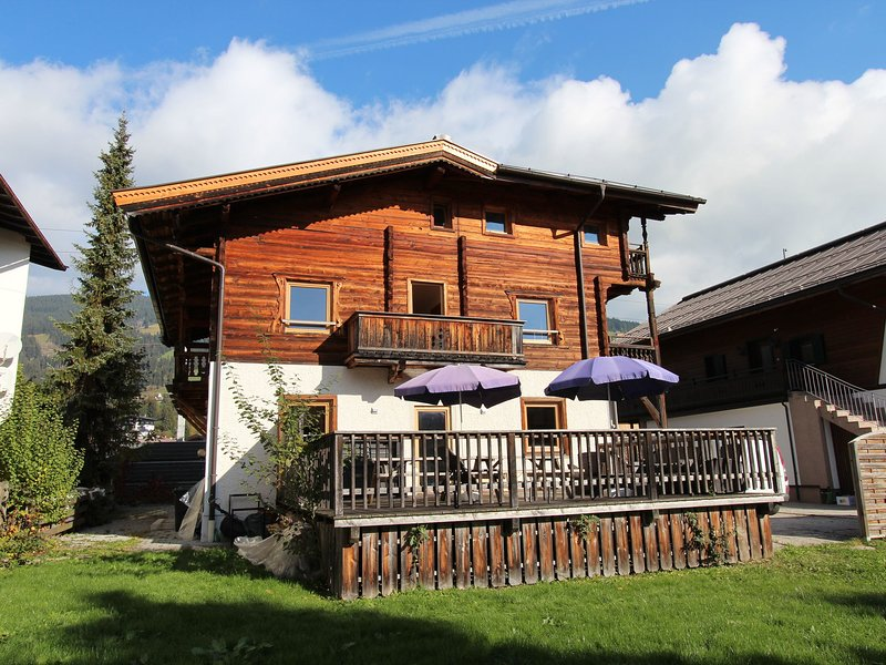 Modern Chalet in Kirchberg with Loungers and Private Garden, holiday rental in Aschau bei Kirchberg
