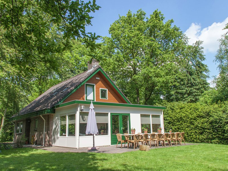 Beautiful home with lots of privacy, surrounded by forest, Ferienwohnung in Vledder
