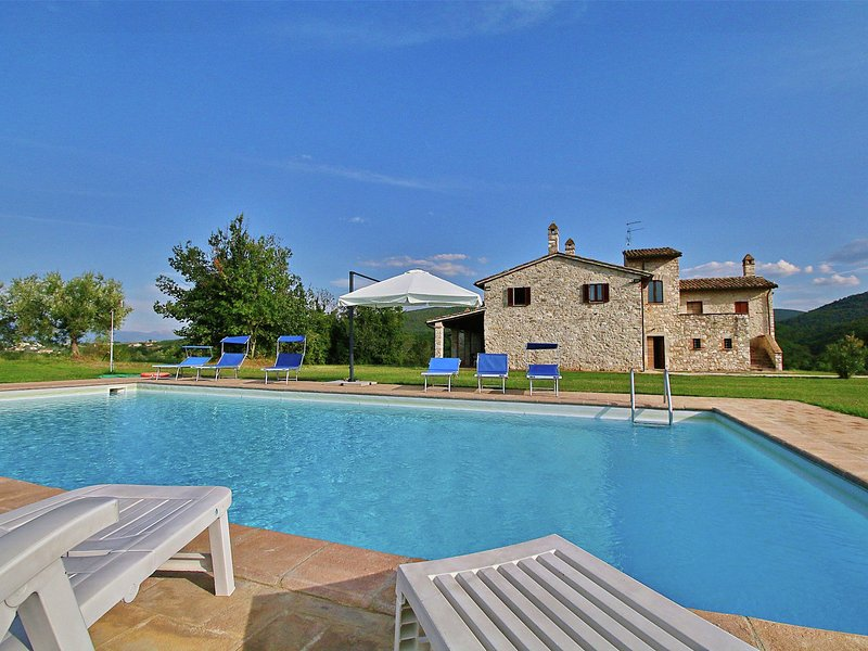 Villa with private pool in the hills with panoramic views, vacation rental in Grutti