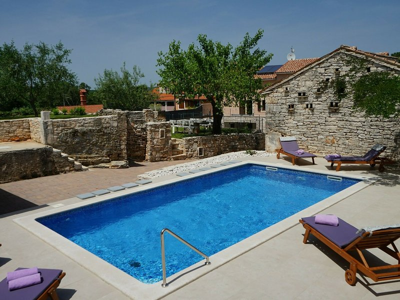 Peaceful Villa in Rakalj with Swimming Pool, holiday rental in Rakalj