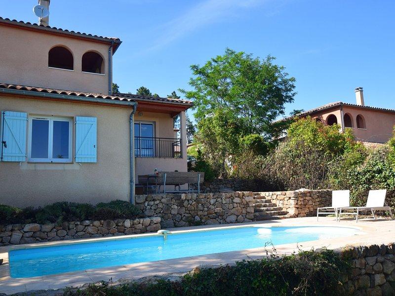 Spacious Villa in Joyeuse with Swimming Pool, location de vacances à Joyeuse