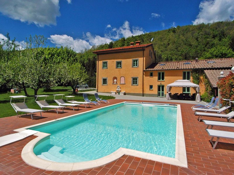 Exclusive villa surrounded by peaceful Pistoia, with private pool and spa!, vacation rental in Porretta Terme
