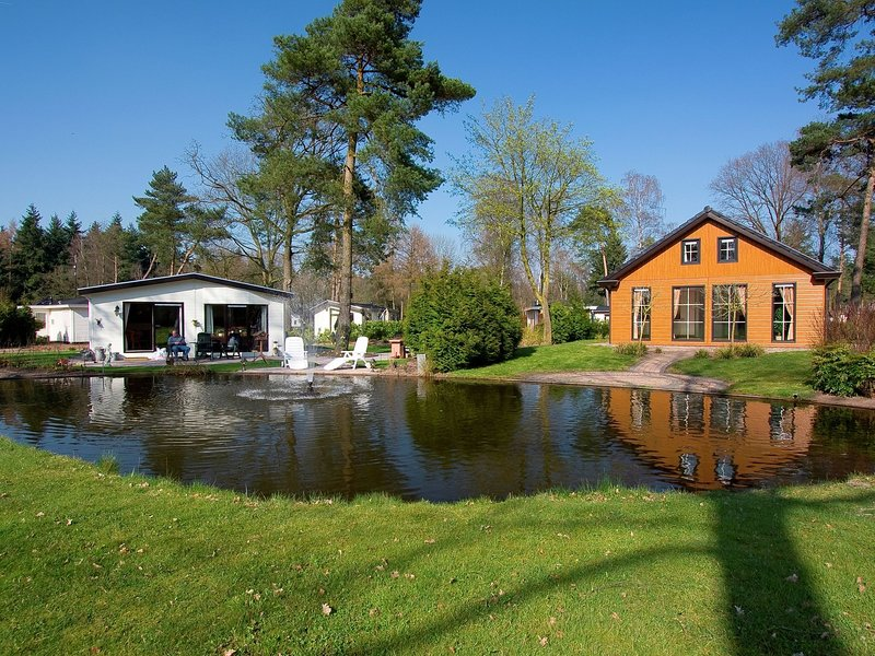 Comfortable holiday home with dishwasher, on De Veluwe, casa vacanza a Lunteren