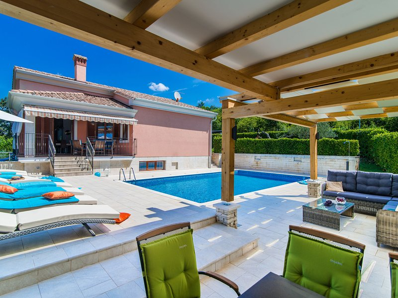Modern Villa in Rovinj with Private Swimming Pool, holiday rental in Golas