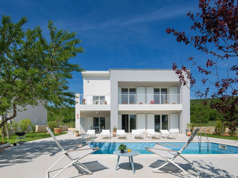 Exqusite Villa in Stanišovi with Swimming Pool, alquiler de vacaciones en Viskovici