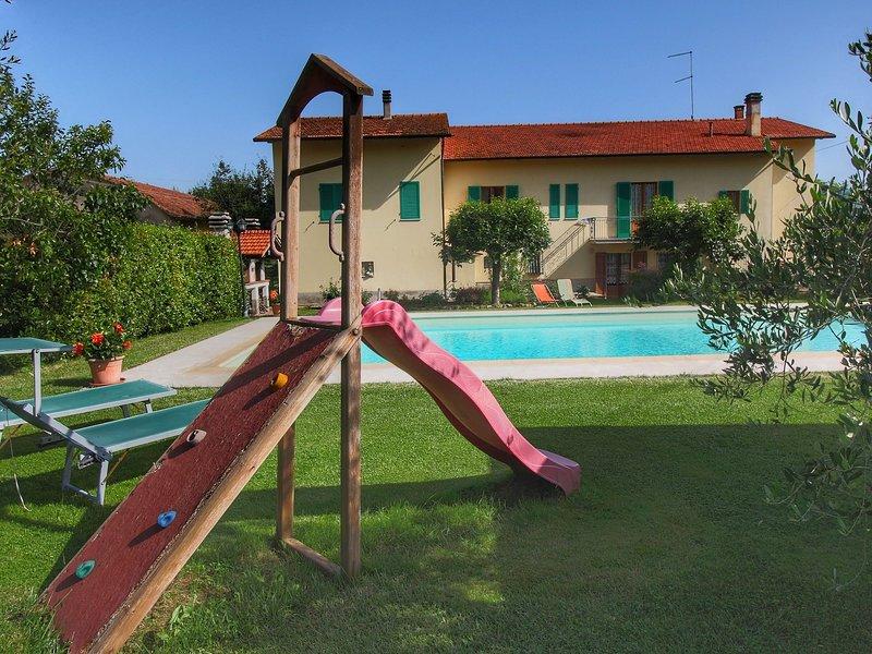 Spacious Farmhouse in Castiglion Fiorentino with Pool, holiday rental in San Pietro a Cegliolo