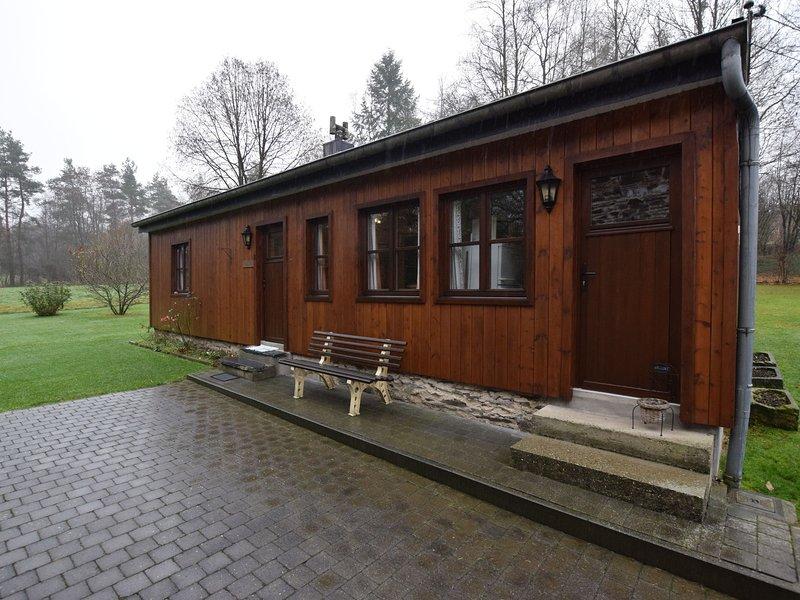 Attractive Chalet in Vielsalm with Large Garden, location de vacances à Vielsalm