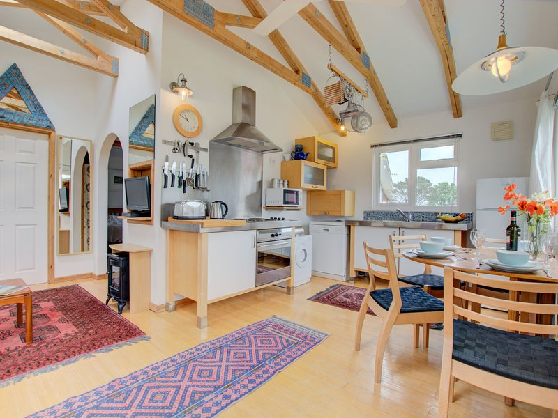 Tranquil holiday home in Saint Merryn with terrace, casa vacanza a St Eval