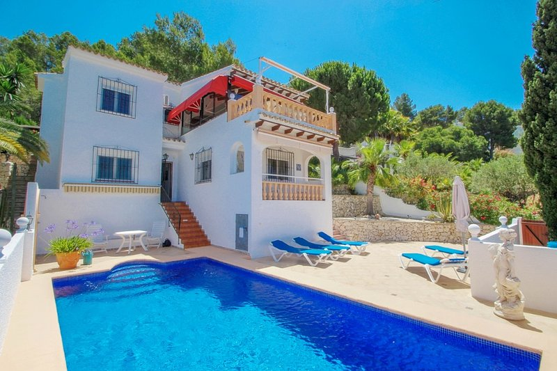 Alma - holiday home with private swimming pool in Benitachell, location de vacances à Benitachell