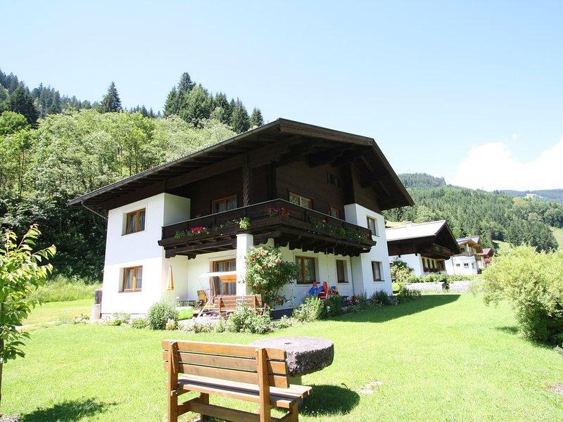 Spacious Apartment near Ski Area in Salzburg, location de vacances à Lend