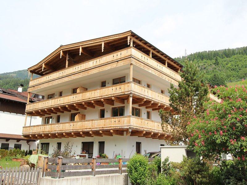 Luxury Apartment in Gerlos Tyrol with garden seating, holiday rental in Gerlos