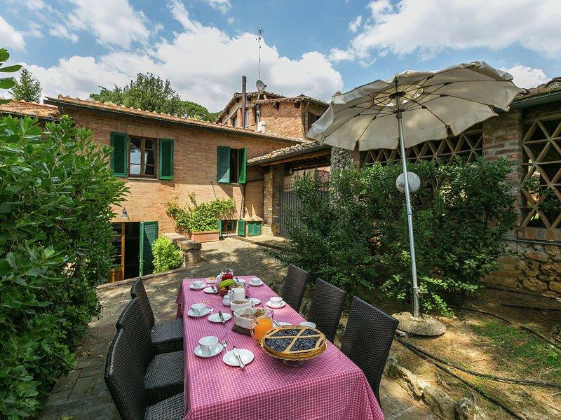 Modern Holiday Home in Sienna Italy with Pool, alquiler de vacaciones en Costalpino