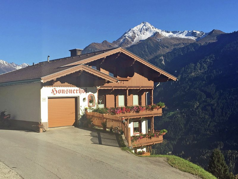 Peaceful Apartment in Finkenberg near Ski Lift, holiday rental in Astegg