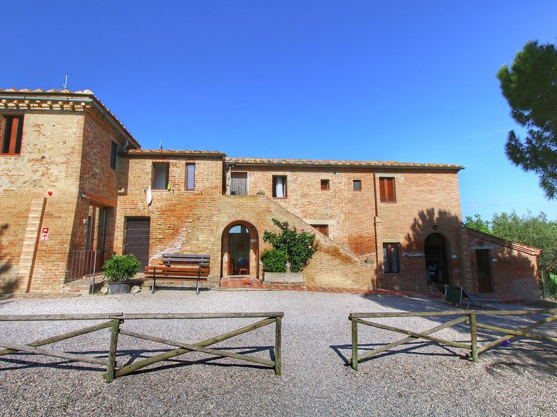 Quaint Farmhouse in Montalcino Italy with Pool and Sauna, vacation rental in Vergelle