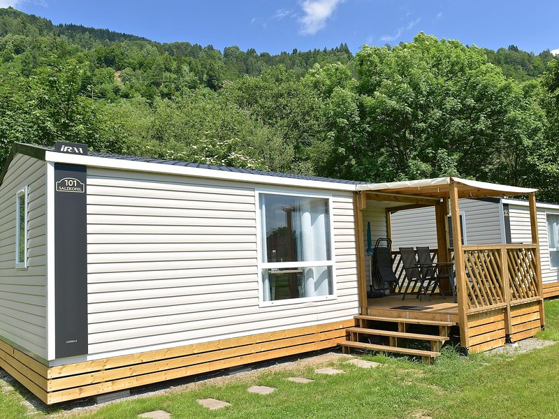 New luxury mobile home on a small, friendly campsite on the river Drau, location de vacances à Kolbnitz