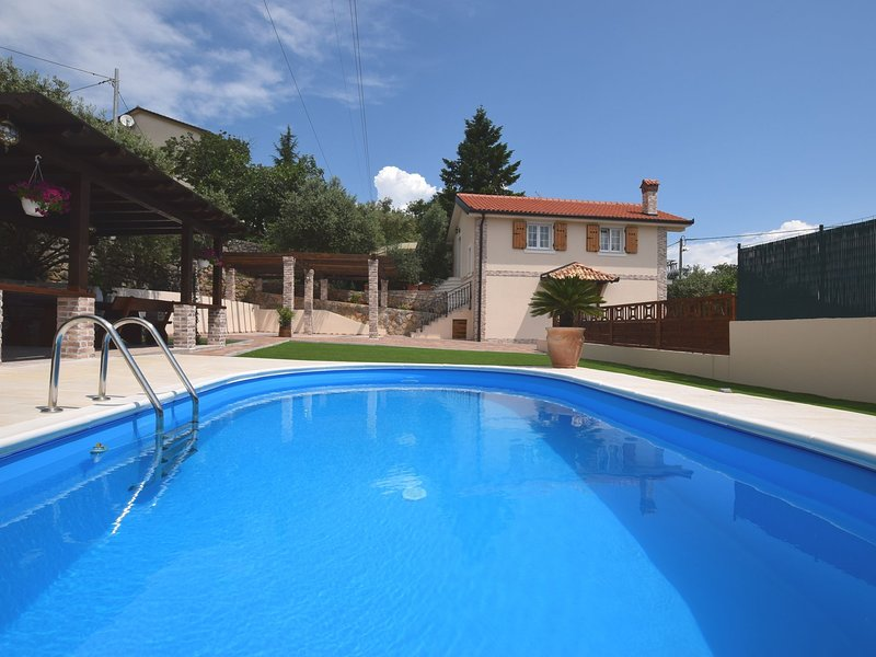 Beautiful villa near Opatija, 800m from the sea with private pool and grill area, holiday rental in Poljane