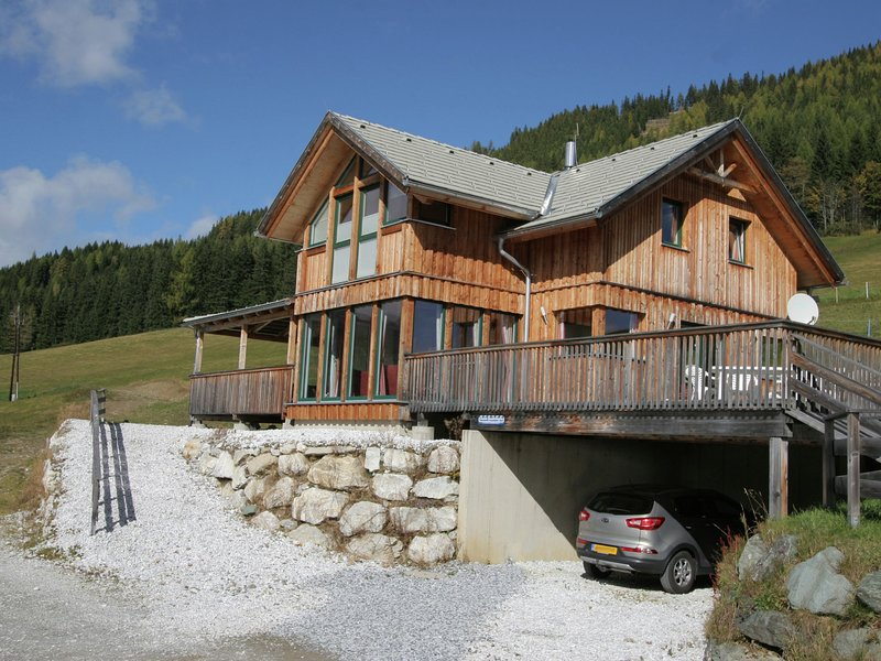 Modern Chalet in Hohentauern near Ski Lift, holiday rental in Sankt Gallen