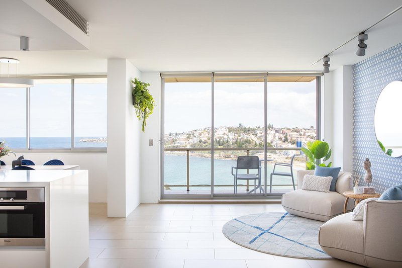 Coogee Beach Designer Penthouse With Parking, holiday rental in Maroubra