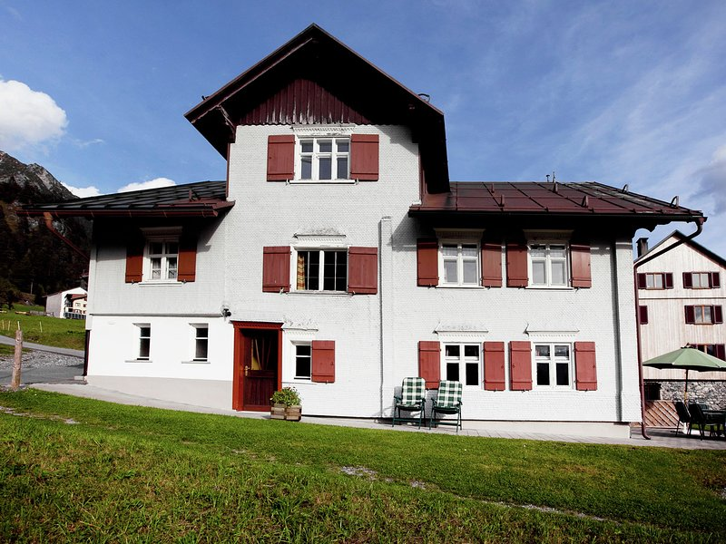 Spacious Mansion in Wald am Arlberg with Private Garden, vacation rental in Lech