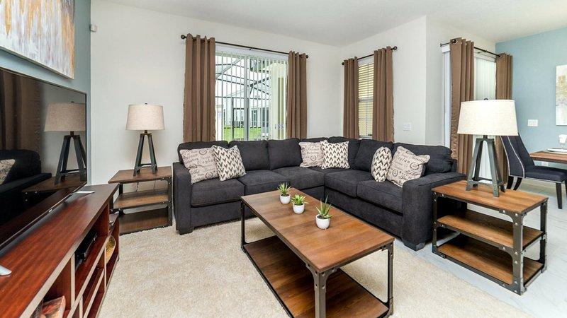 Vista frontal de la sala de estar con interior