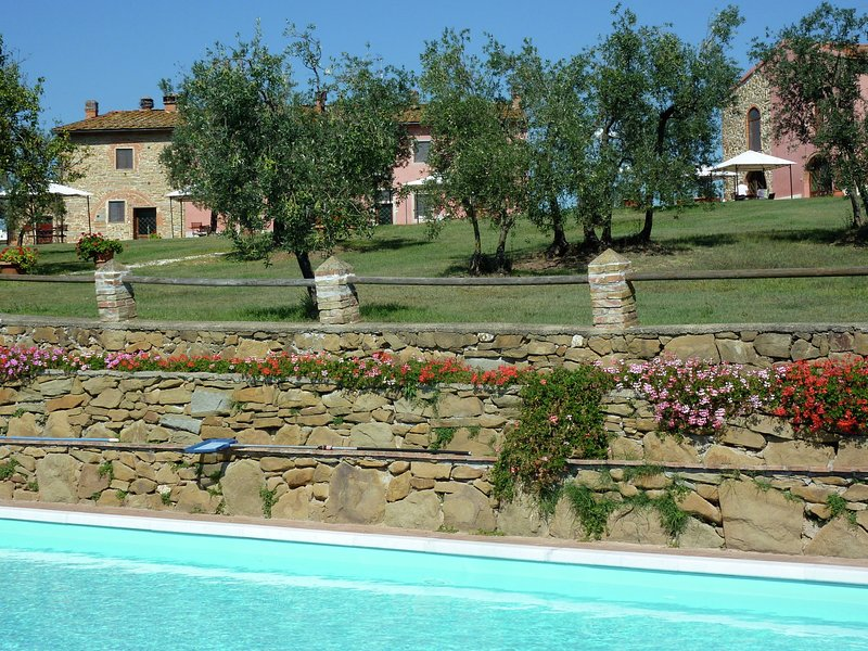 Cozy Holiday Home in Capraia e Limite with Pool, holiday rental in Capraia e Limite