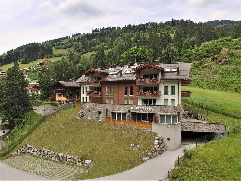 Modern Apartment in Saalbach-Hinterglemm near Ski Aea, vacation rental in Viehhofen