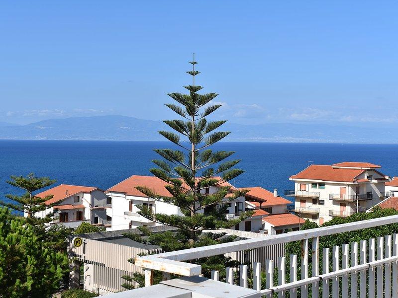 Luxurious Apartment in   Briatico Calabria with Sea view, alquiler vacacional en Vibo Valentia