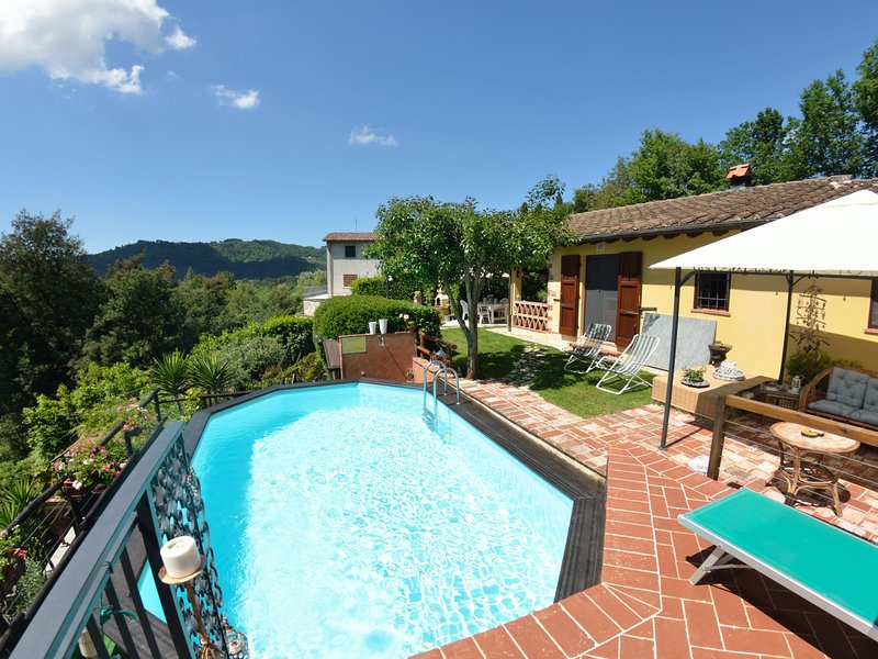 Scenic Holiday Home in Pescaglia with Swimming Pool, vacation rental in Nocchi
