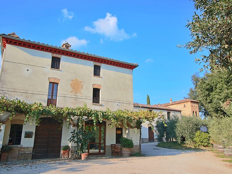 Attractive apartment in old farmhouse on the estate with pool., vacation rental in Santa Maria di Sette