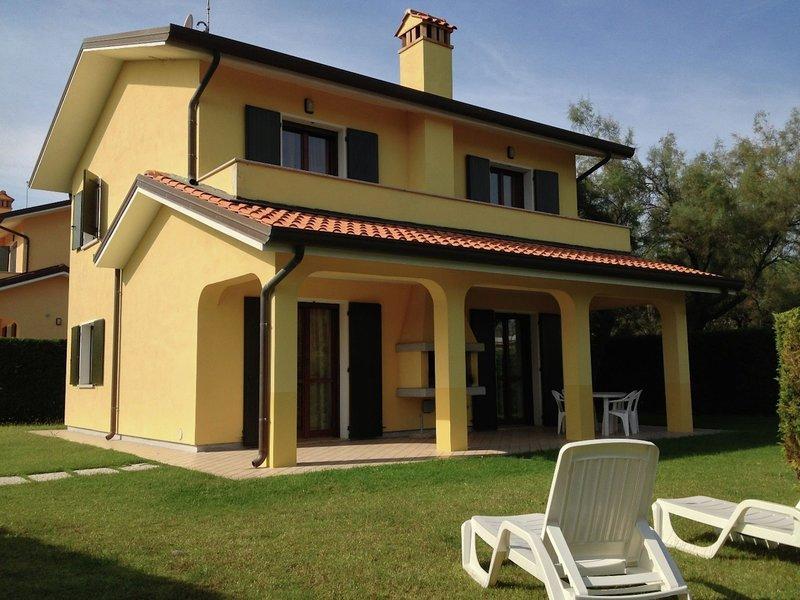 Well-kept villa with garden on beautiful Isola di Albarella, vacation rental in Porto Levante