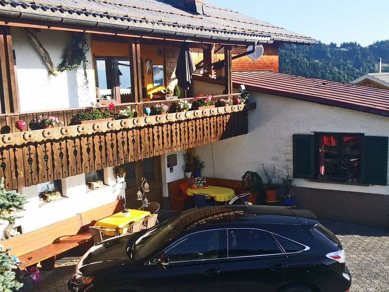 Vintage Holiday Home in Vorarlberg near Ski Area, holiday rental in Langenegg