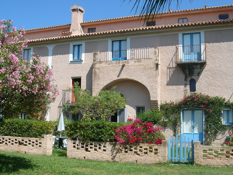 Lovely apartment on a beautiful property near the sea., holiday rental in Santa Maria del Cedro