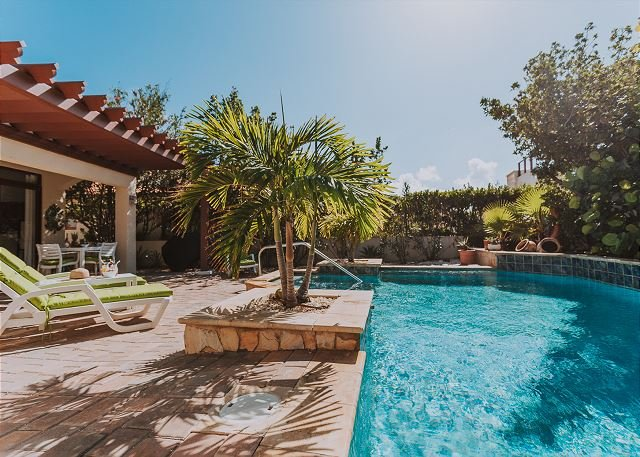 NEW listing! Charming 3 BR villa w/pool  Tierra del Sol Golf, casa vacanza a Arasji