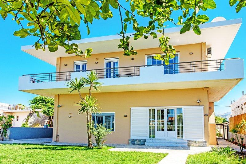 Modern villa-apartment,Walking distance to beach & amenities, holiday rental in Platanias
