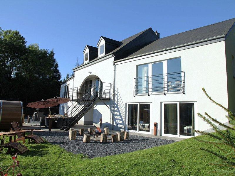 Luxurious Villa in Houffalize with Sauna, alquiler vacacional en Achouffe