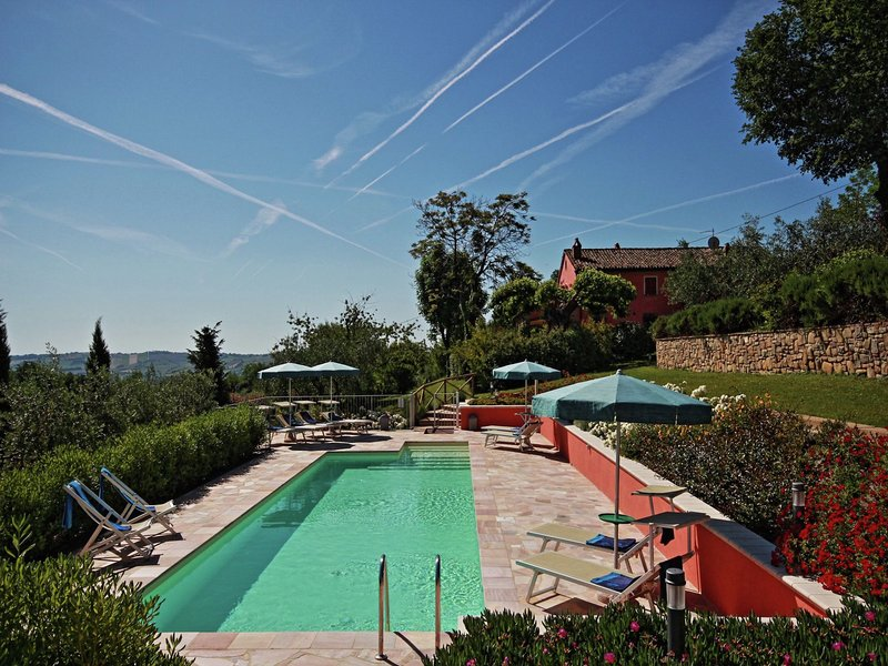 Villa with private pool and garden in the hills near Mondavio, holiday rental in Barchi