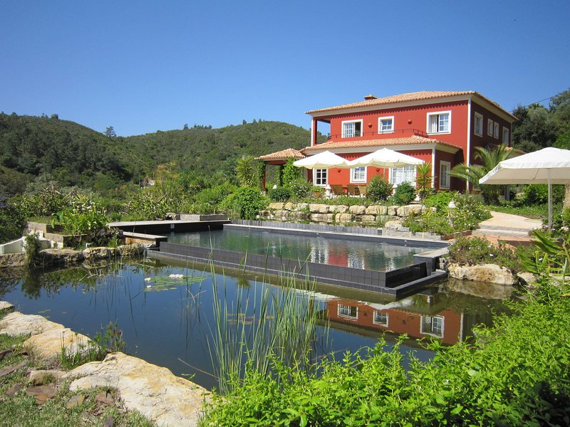 Luxurious Villa in Monchique with Private Swimming Pool, vacation rental in Montes de Cima