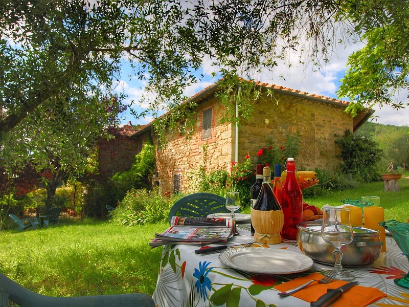 Authentic Holiday Home between Apennines and Tuscan Hills, holiday rental in Contea